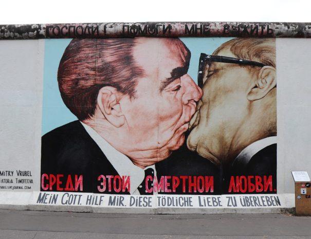 Berlin Wall Side East Berlin Men Kiss Gallery